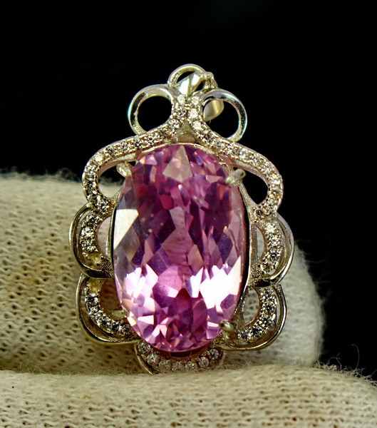 32.50 Cts Unheated & Natural ~ Purple Pink Kunzite Silver Pendant