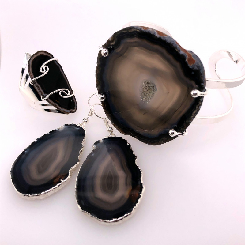 Beautiful Agate Jelwery set: Bracelet, Ring and Earrings  BR 685