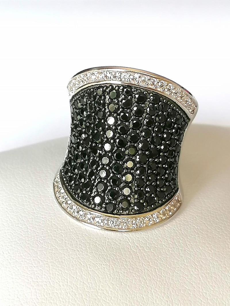 Black Spinel and Zircon Ring 3.70 TCW