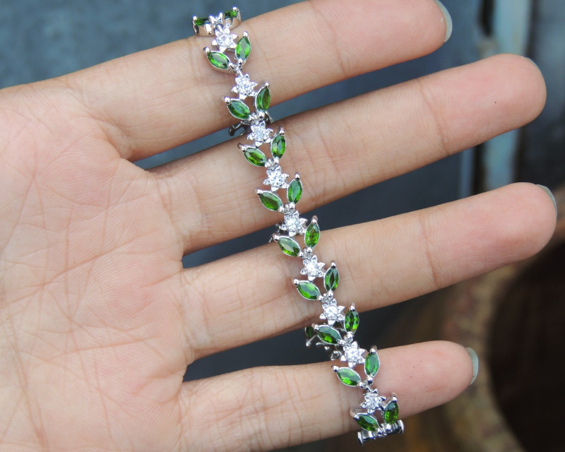 6.00cts Chrome Diopside with Sapphires in Silver Bracelet