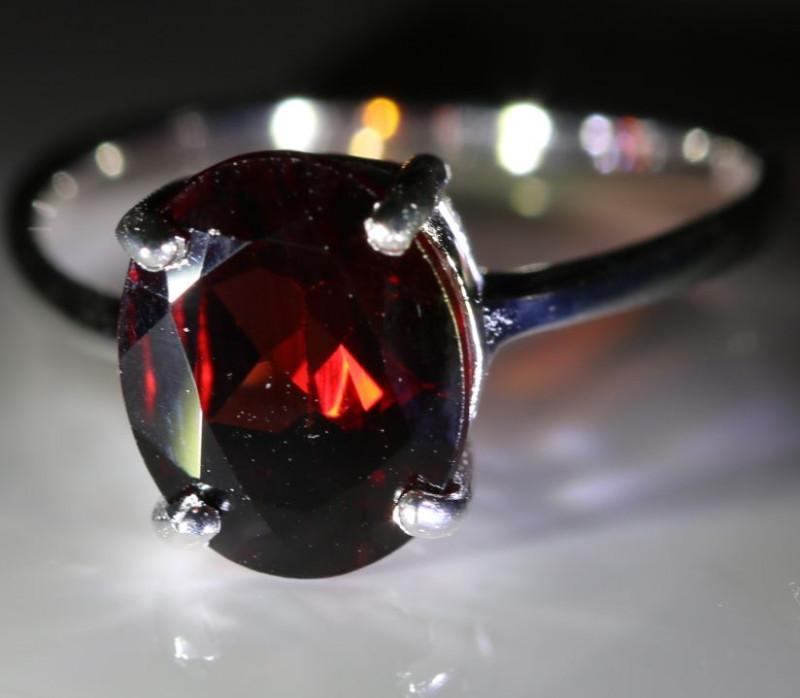 Red Garnet or Pyrope 2.10ct Platinum Finish Solid 925 Sterling Silver Solit