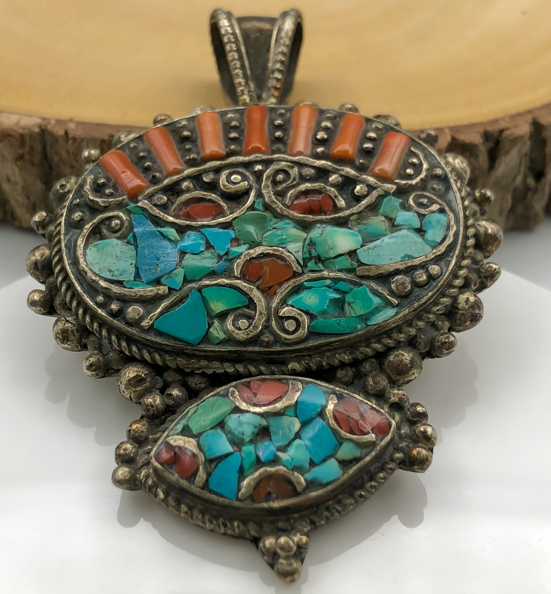 175 Crt  Turquoise Nepali Pendant with brass material