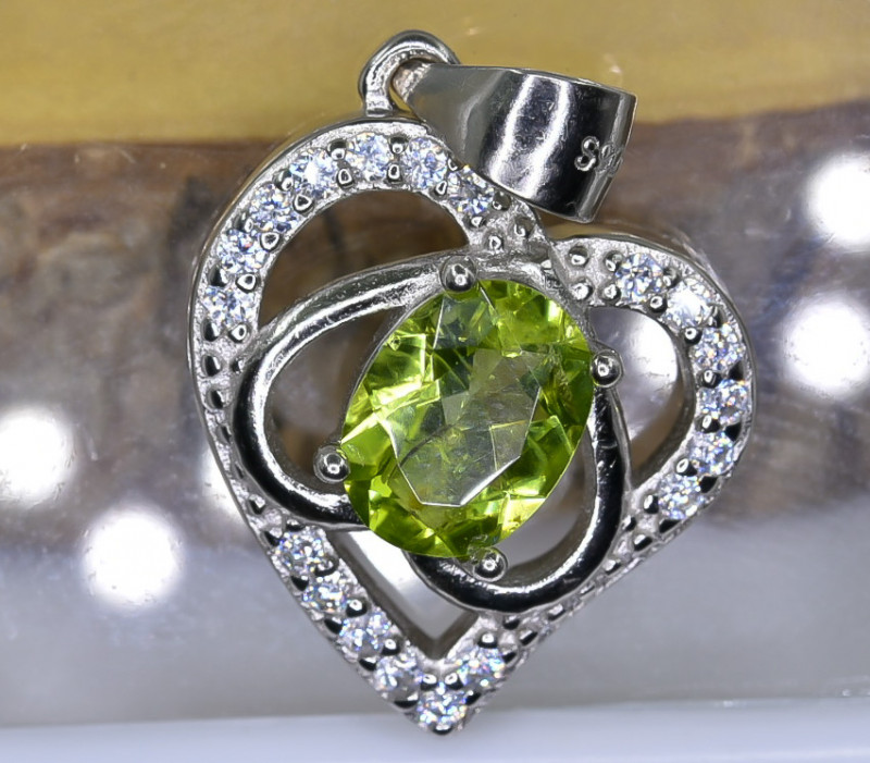 15.26 Crt Natural Peridot With Cubic Zirconia 925 Silver Pendant