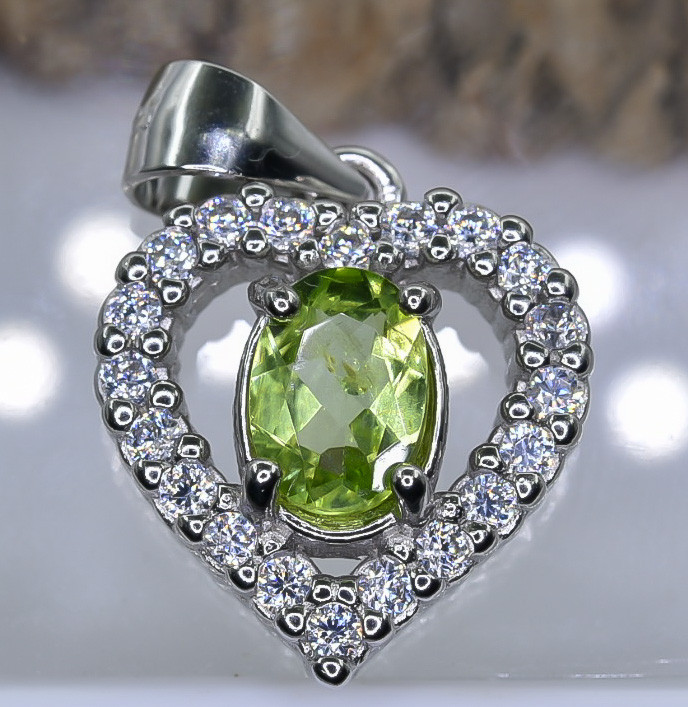 16.98 Crt Natural Peridot With Cubic Zirconia 925 Silver Pendant