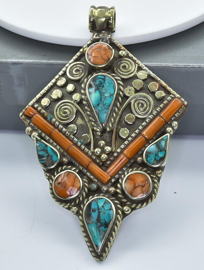 137 Crt Turquoise Nepali pendant Brass Material