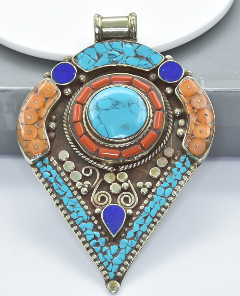 230 Crt Turquoise And Lapis Lazuli Nepali pendant Brass Material