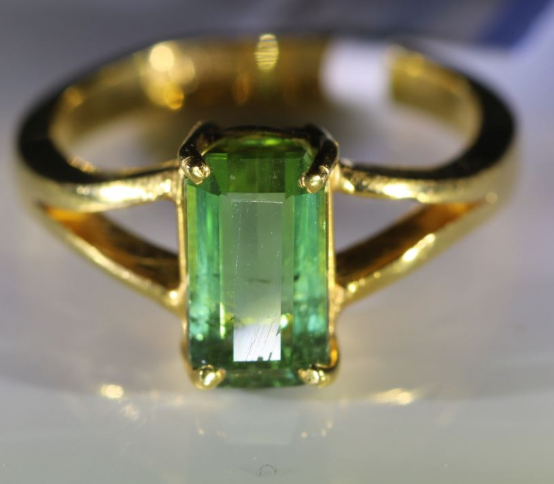 Green Tourmaline 2.90ct Solid 22K Yellow Gold Ring