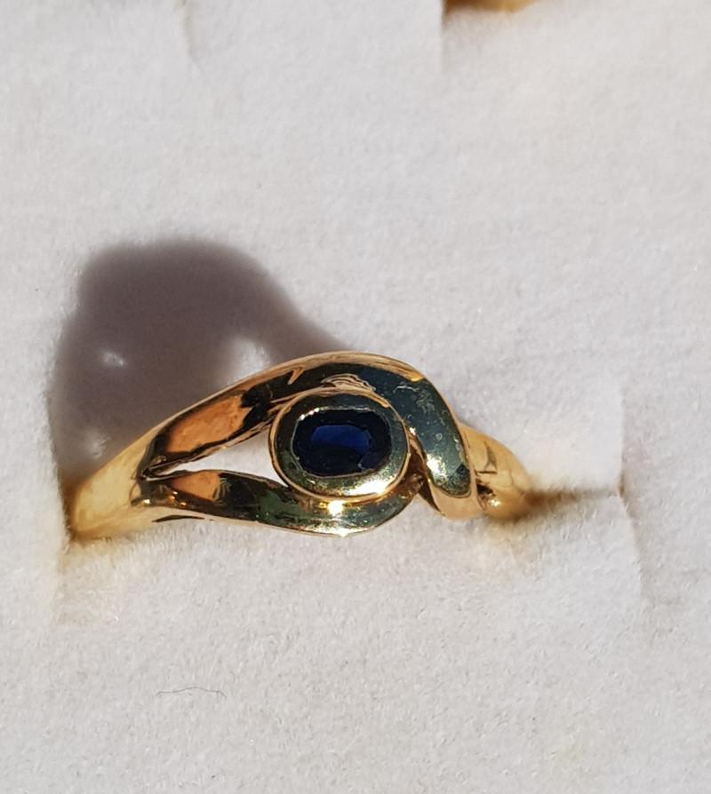 aust blue sapphire 9ct YG ring
