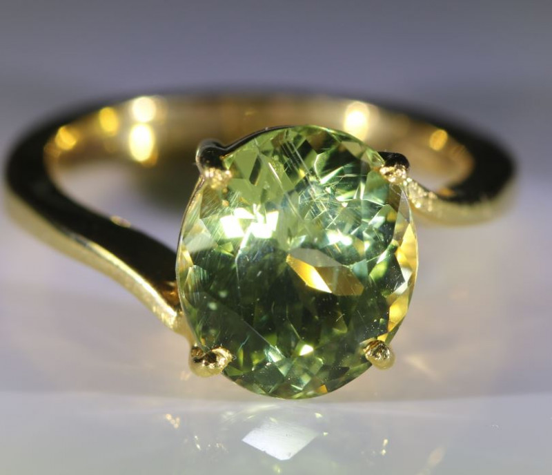 Green Tanzanite or Zoisite 4.70ct Solid 18K Yellow Gold Ring