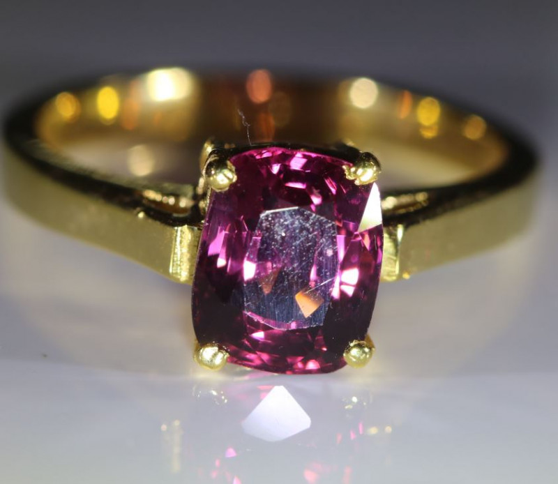 Purple Spinel 3.08ct Solid 18K Yellow Gold Ring