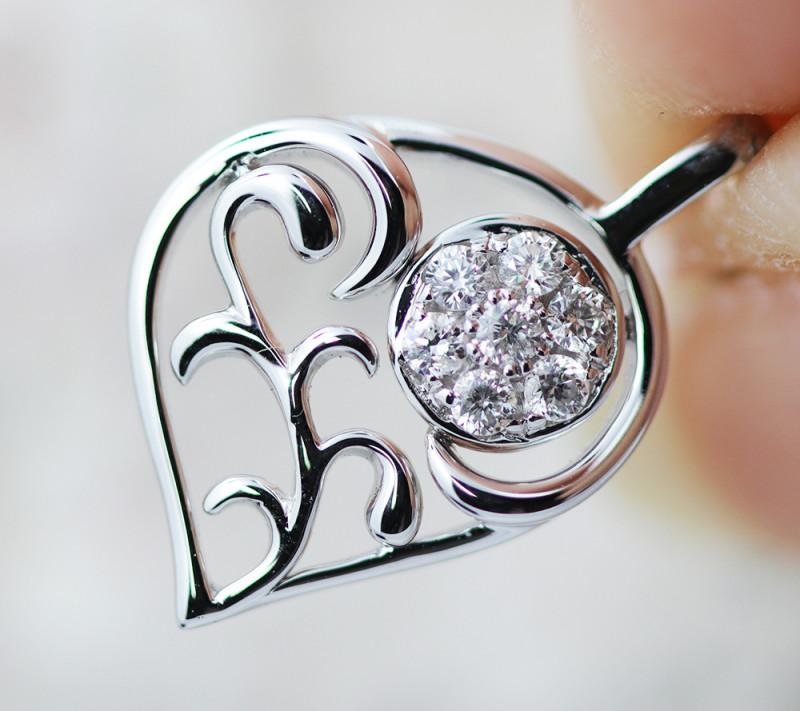 18 K White Gold Diamond Pendant - P11677