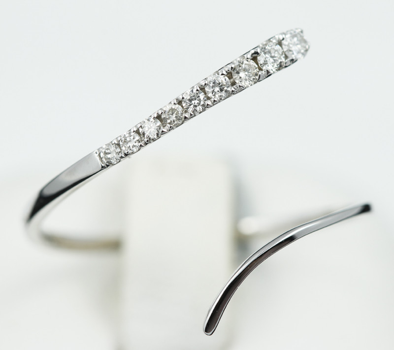 18 K White Gold Diamond Ring Size 7 - H51 - R11498 -1