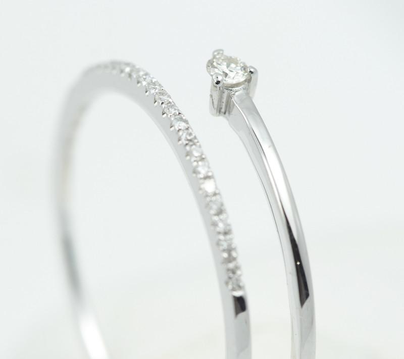 18 K White Gold Engagement Diamond Ring Size 7 - H61 - R11575
