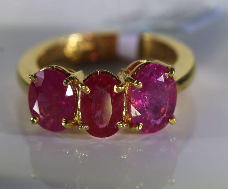 Tajik Ruby 3.85ct Solid 22K Yellow Gold Multistone Ring