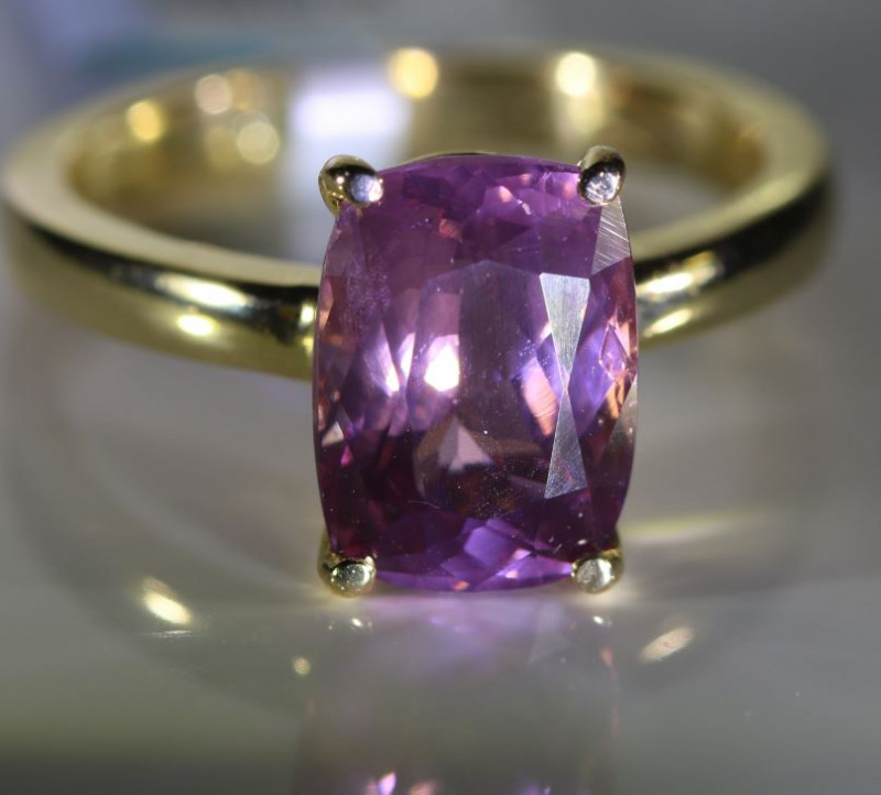 Lavender Mahenge Spinel 4.40ct Solid 18K Yellow Gold Ring