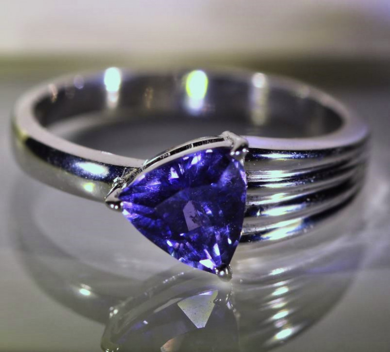 Color Change Umba Sapphire 1.30ct Solid 18K White Gold Ring