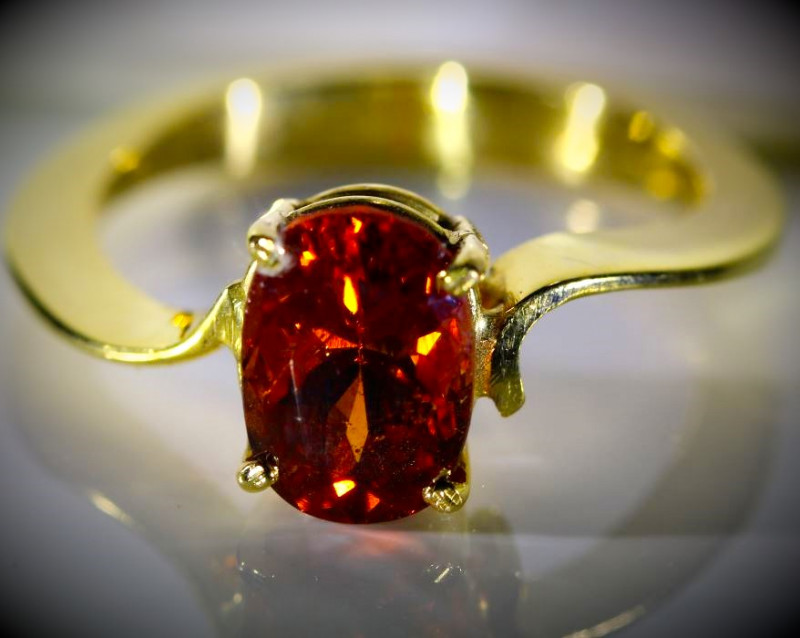 Spessartine 3.19ct Solid 18K Yellow Gold Ring
