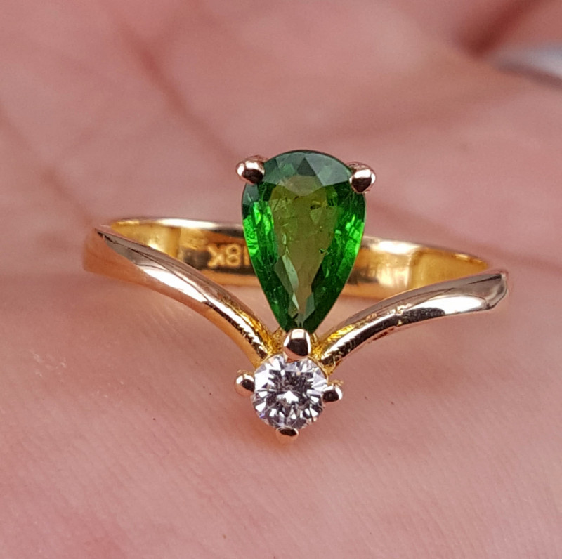 18k gold Natural Tsavorite  and Diamonds Ring.