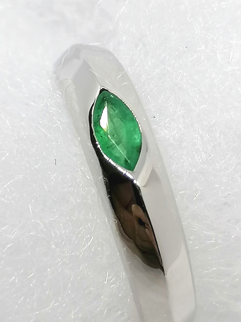 Emerald Solitaire Ring 0.20ct.
