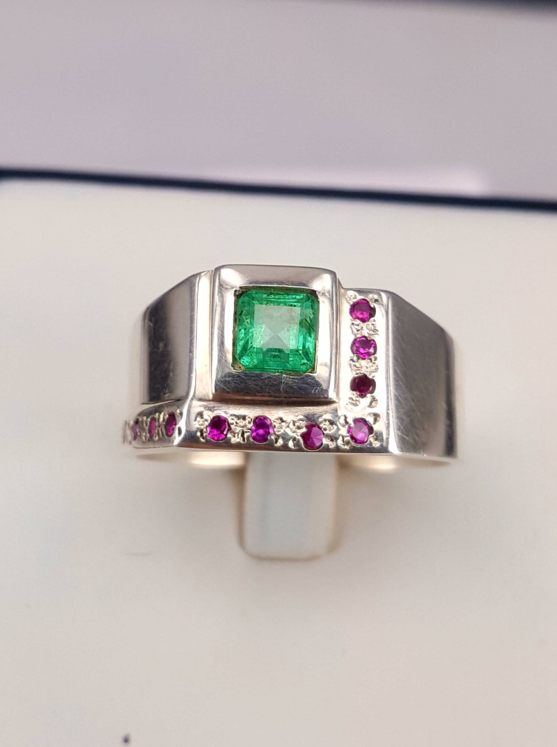 Natural Emerald with Cz Men Ring.