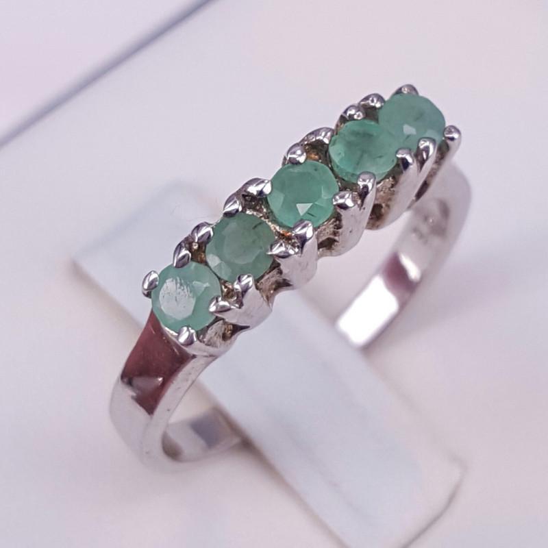 Natural Emerald Gorgoues Ring
