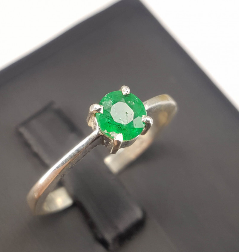 Gorgeous Natural Emerald Ring.