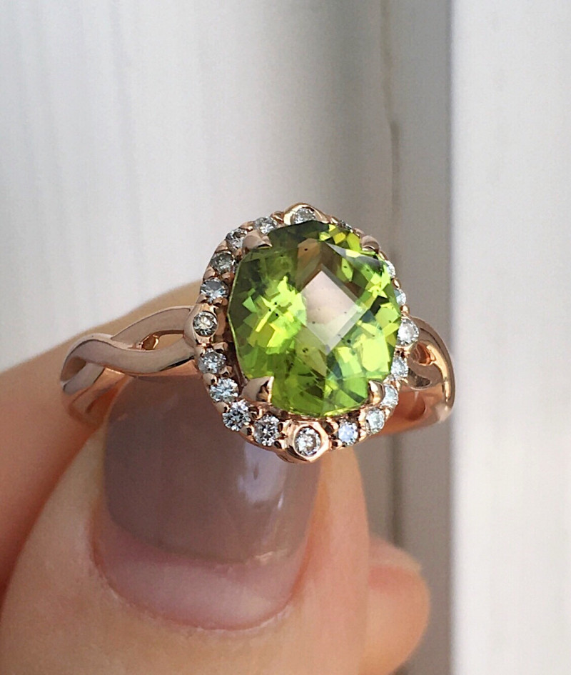 GR113 Peridot Solid 14K Yellow Gold Ring