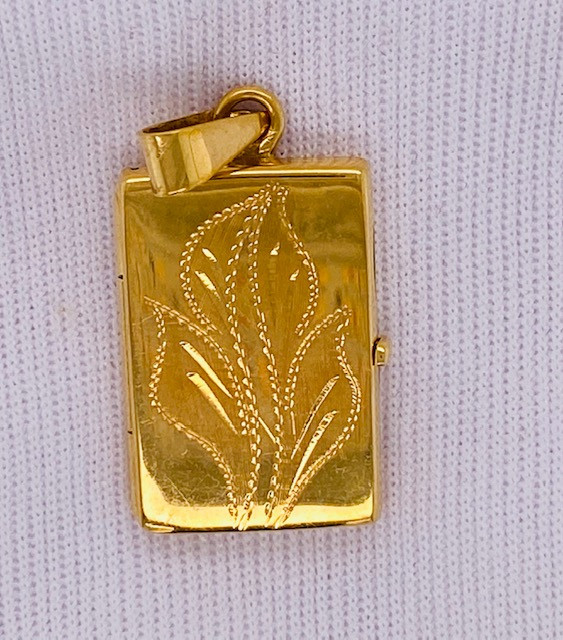 5.998 grams 18K GOLD LOCKET PENDANT  GP1