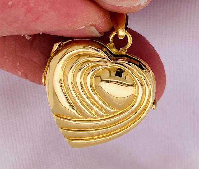 7.2 GRAMS 18K GOLD HEART LOCKET 7.2 GRAMS L617