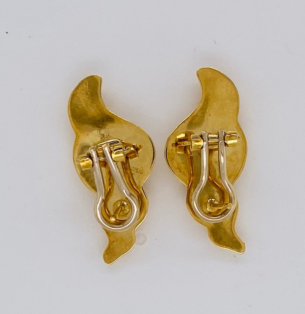 6.3 GRAMS 18K GOLD  FRENCH CLIP EARRING 6.3 GRAMS L624
