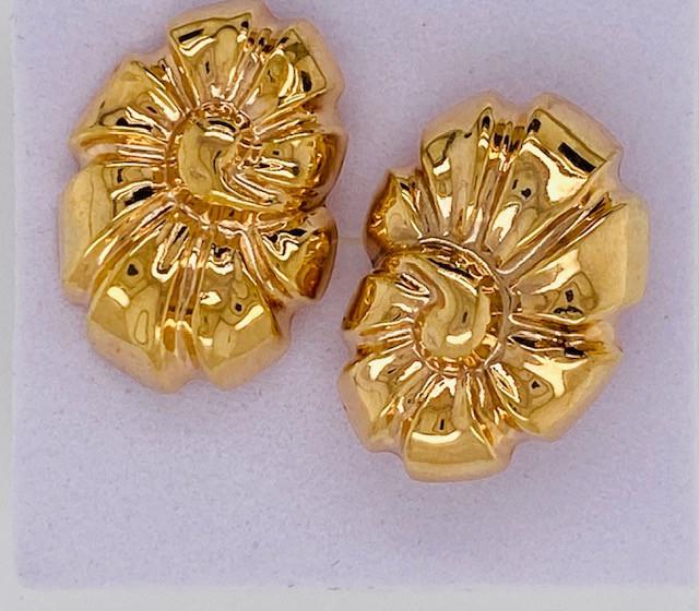 2.8 GRAMS 18K GOLD FLOWER  EARRING 2.8 GRAMS L630