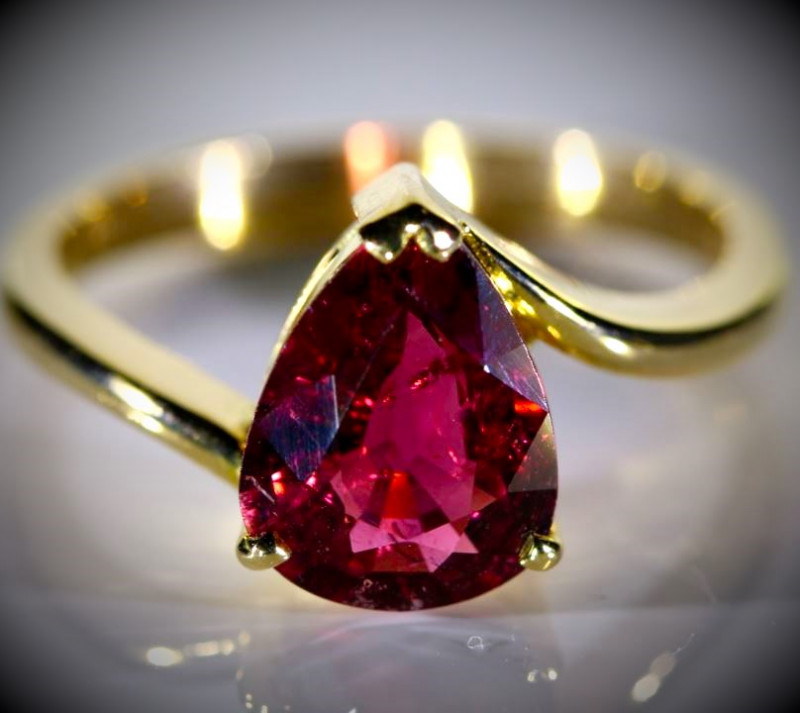 Rubellite 2.68ct Solid 18K Yellow Gold Ring