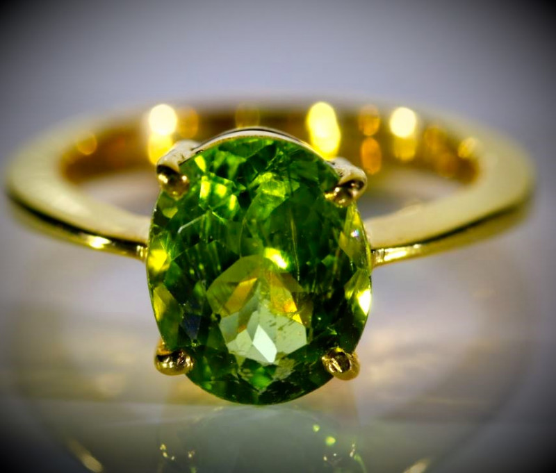 Peridot 2.60ct Solid 18K Yellow Gold Ring 5.2g 750