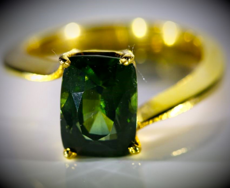 Green Zircon 4.35ct Solid 18K Yellow Gold Ring 5.4g