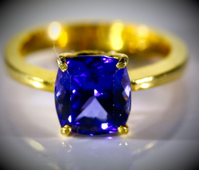 High Grade Tanzanite 3.14ct Solid 22K Yellow Gold Ring