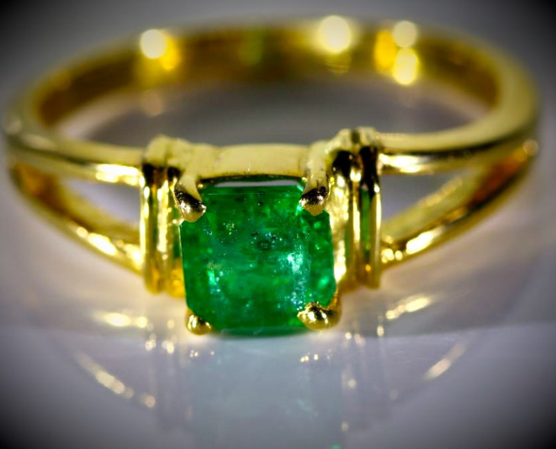 Emerald 1.05ct Solid 18K Yellow Gold Ring