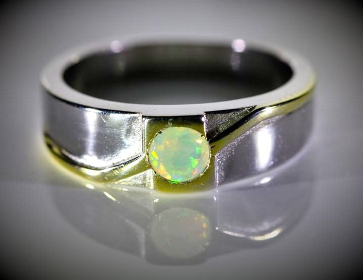 Welo Opal .45ct Golden Rhodium Finish Solid 925 Sterling Silver Ring Sz 10