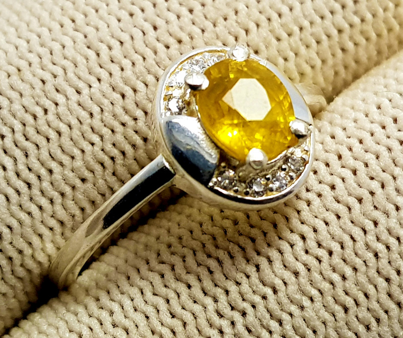 Natural Ceylon Yellow Sapphire With Cubic Zirconia 925 Sterling Silver