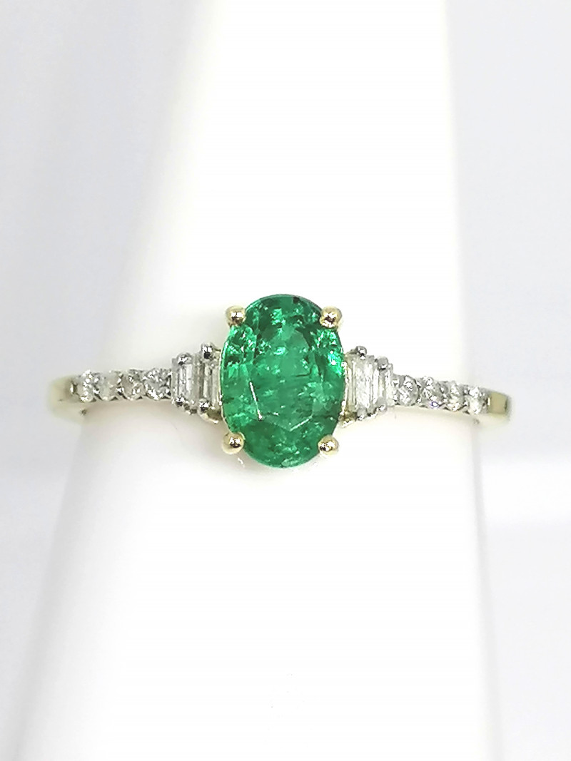 Emerald and Diamond Ring 0.92 TCW - 9kt. Gold