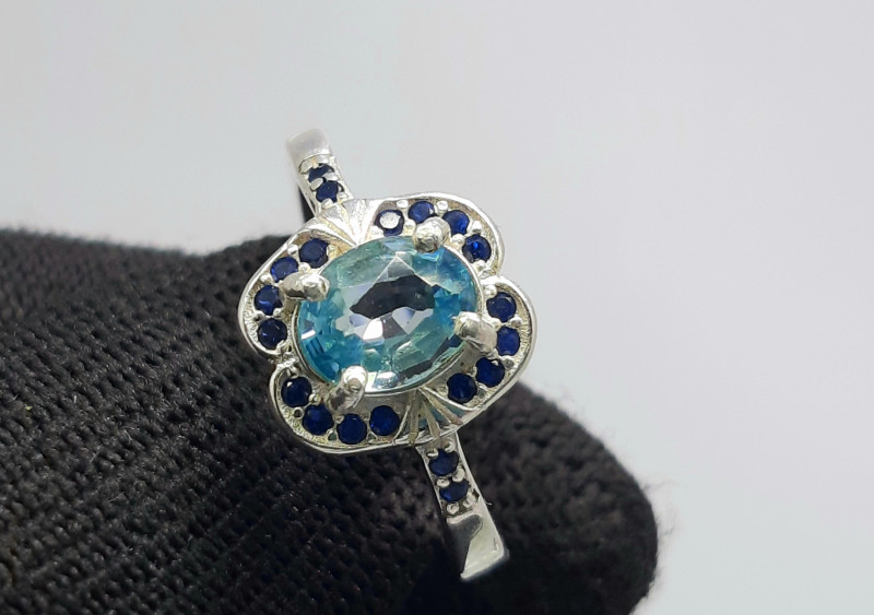 17.00 Carats blue zircon with cz 925 Silver Ring, 6x4x3mm.