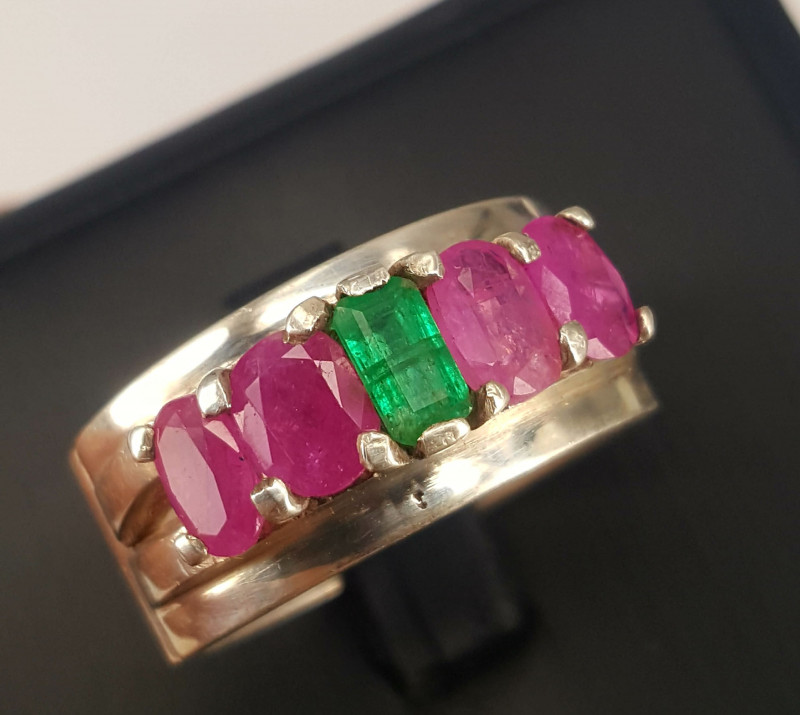 Natural Ruby and Emerald Ring.