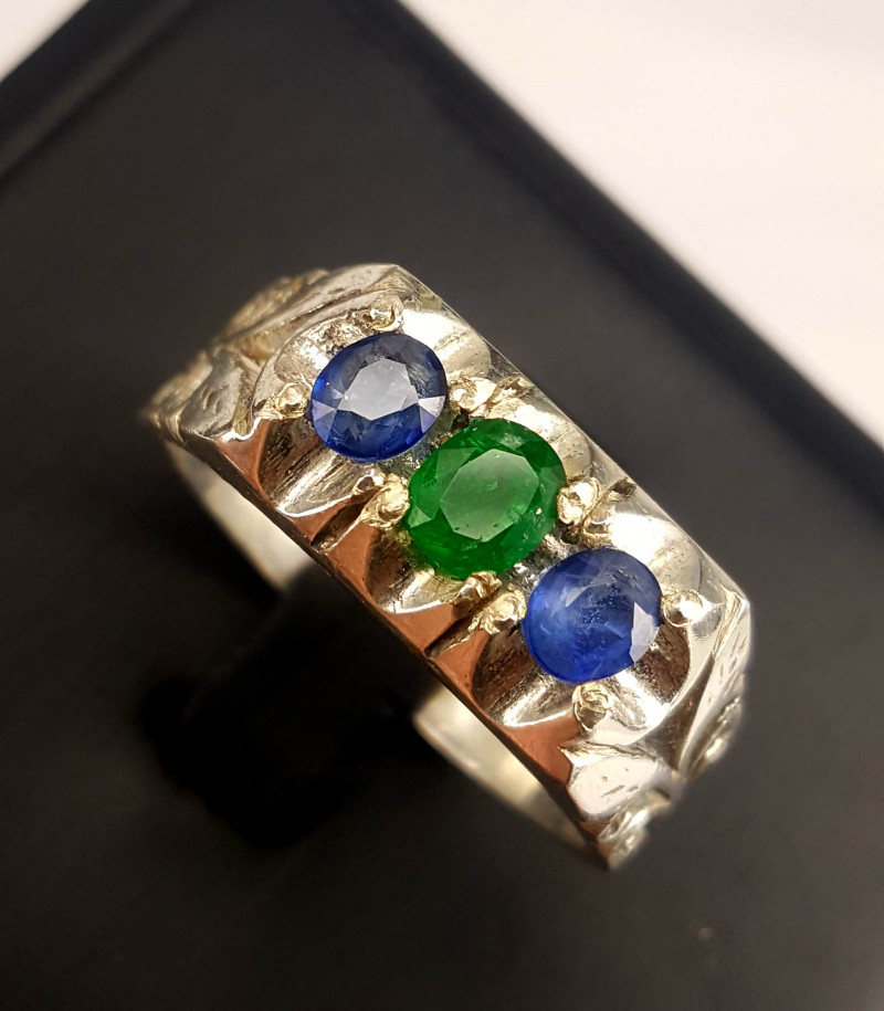 Natural emerald And Sapphire Ring.