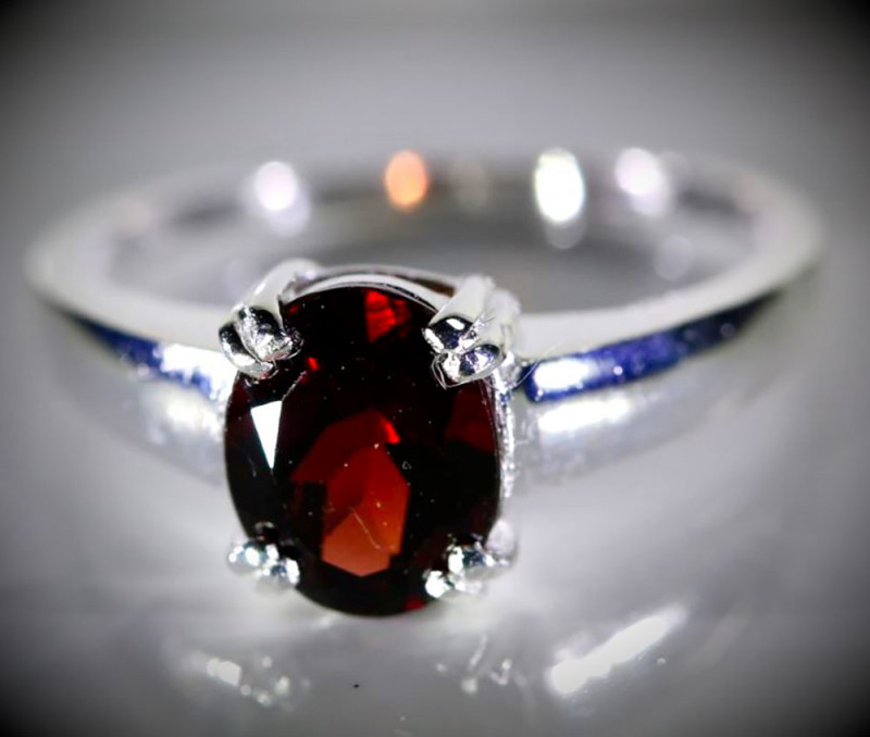 Pyrope 2.80ct Platinum Finish Solid 925 Sterling Silver Ring