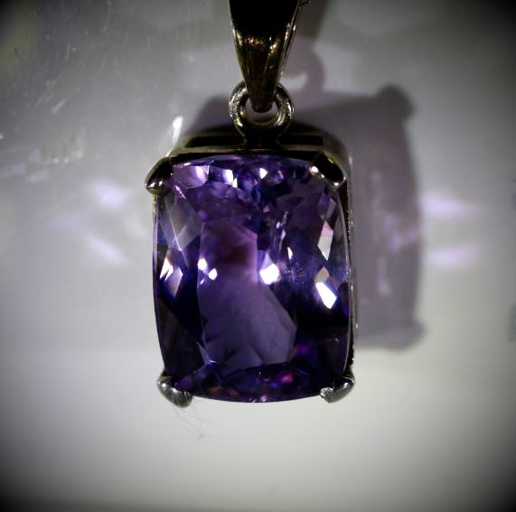 Amethyst 15.75ct Solid 925 Sterling Silver Pendant