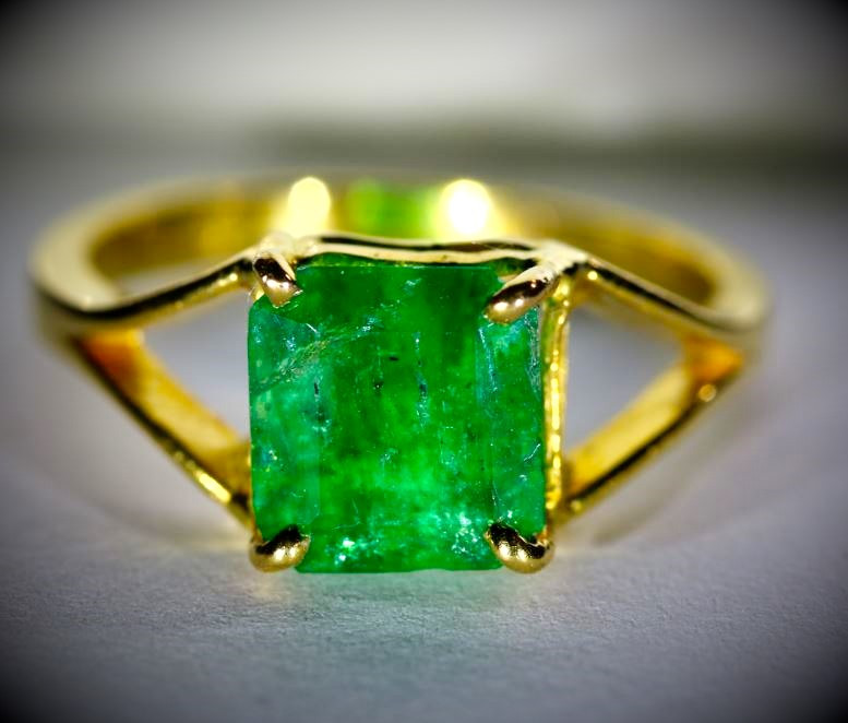 Emerald 3.41ct Solid 22K Yellow Gold Ring