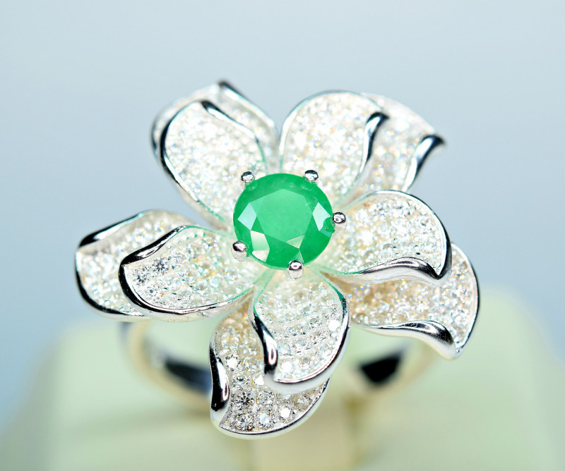 Natural Top color Precious Emerald , CZ unusual flower Design 925 Silver Ri