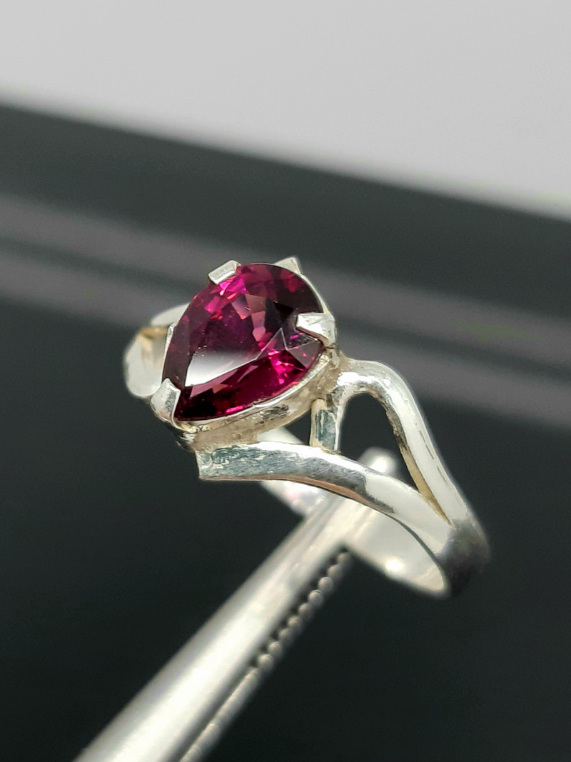 Natural Rhodolite garnet pear shape 7 Carats 925 Silver Ring, 7x5x3mm.