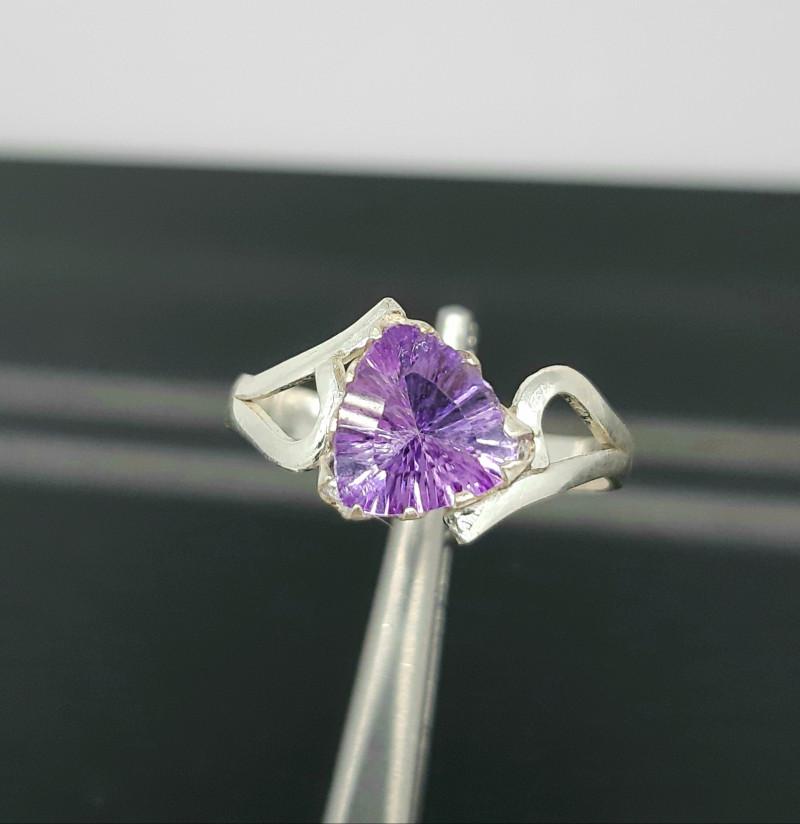 7.40 Carats purple amethyst 925 Silver Ring, 7x7x4mm.