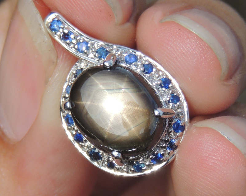 6.29cts Star Sapphire in Rhodium Pendant