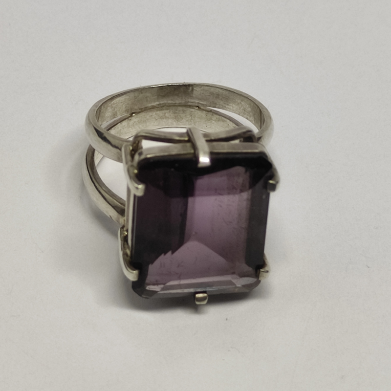 Silver ring 950 thick side detail with rectangular shape Amethyst stone